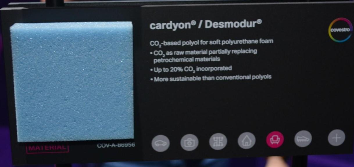 原料の一部に二酸化炭素が持ちられた発泡ウレタン (covestroブース)