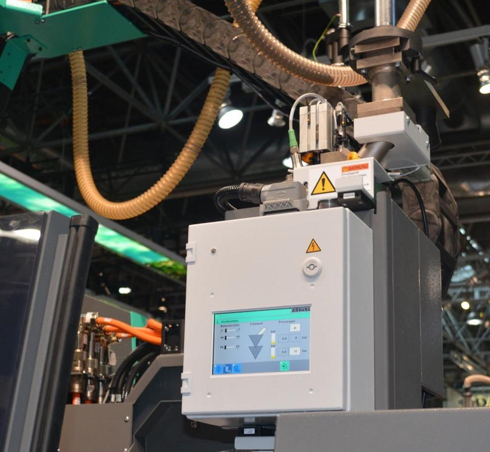 「Profoam」の高圧窒素を導入するホッパーの制御パネル