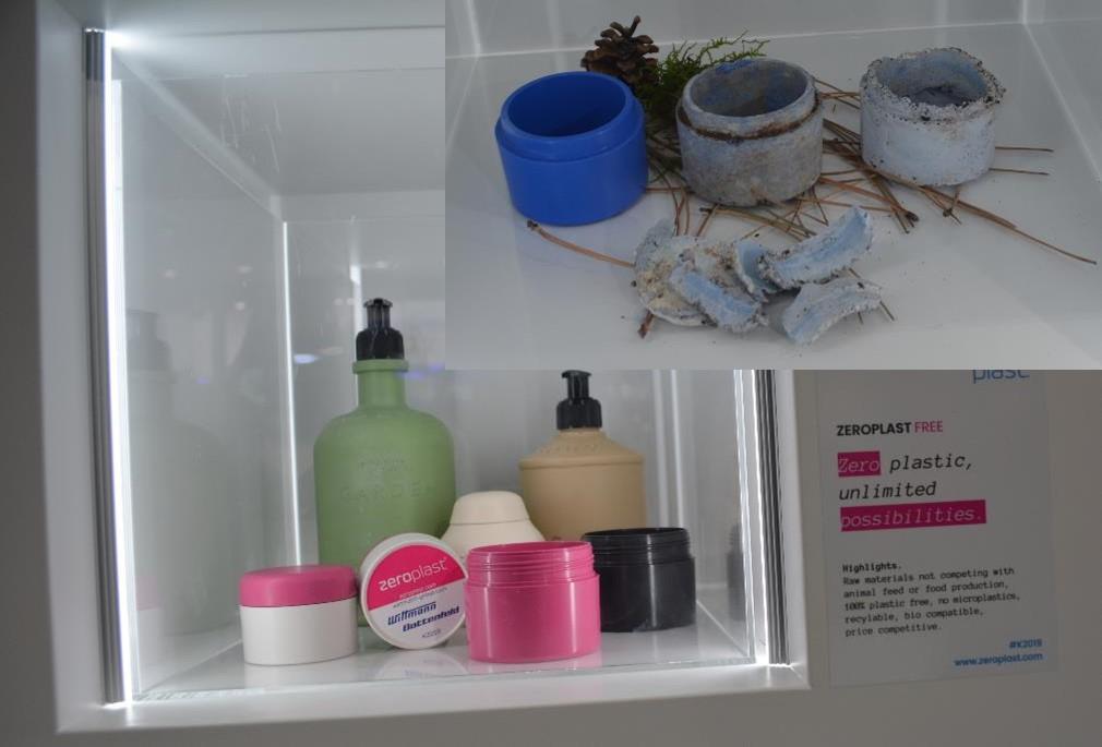Wittmann Battenfeldブースで成形されていた生分解性樹脂を用いた化粧品容器